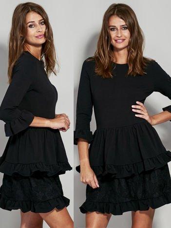 Czarna sukienka dresowa z koronkową wstawką