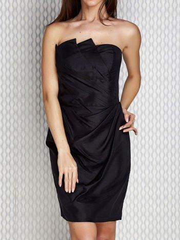 Czarna sukienka koktajlowa z marszczeniami