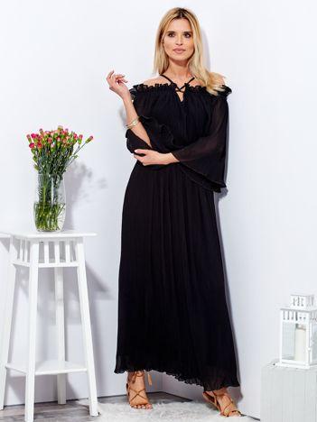 Czarna sukienka maxi w drobne plisowania