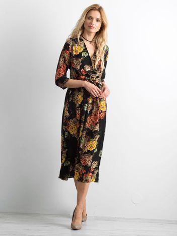 Czarna sukienka midi w kwiaty