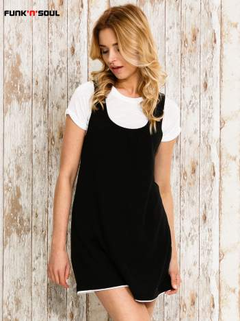Czarna sukienka na szerokich ramiączkach