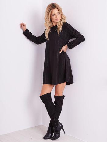 Czarna sukienka o luźnym kroju