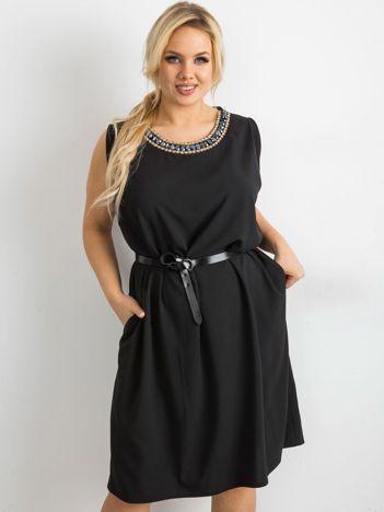 Czarna sukienka oversize z aplikacją