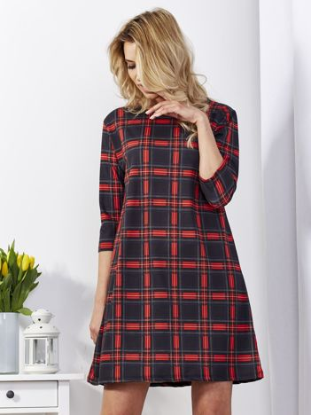 Czarna sukienka w czerwoną kratkę