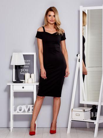 Czarna sukienka z dekoltem serce
