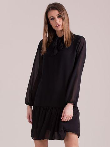 Czarna sukienka z falbaną