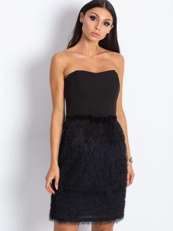 Czarna sukienka z frędzelkami