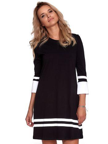 Czarna sukienka z kontrastowymi wstawkami