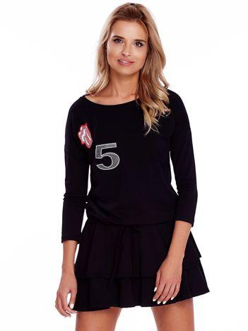 Czarna sukienka z naszywkami