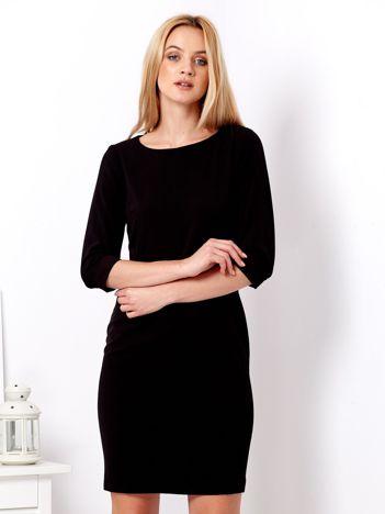Czarna sukienka z podwijanymi rękawami