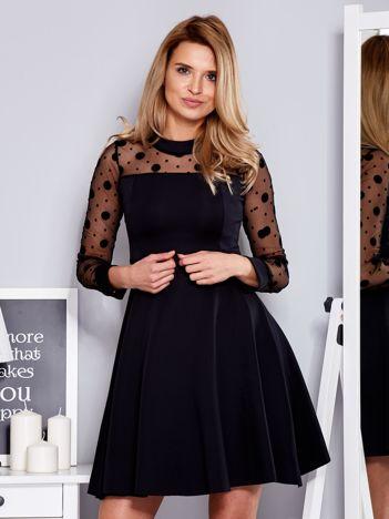 Czarna sukienka z rękawami w grochy