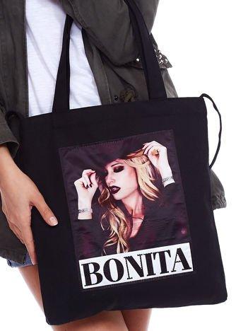 Czarna torba ekologiczna z naszywką kobiety BONITA