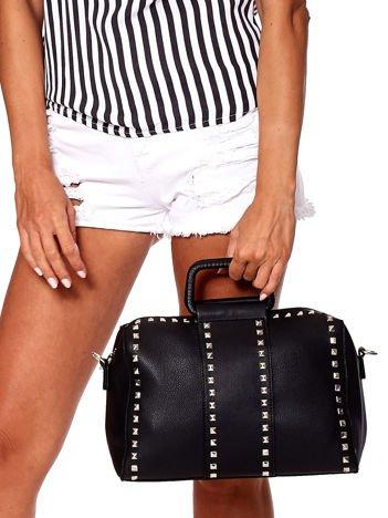 Czarna torba kuferek z ćwiekami