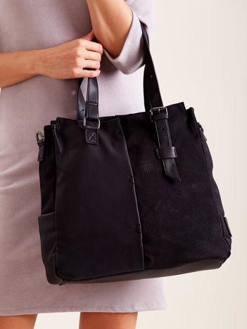 Czarna torba na ramię z łączonych materiałów
