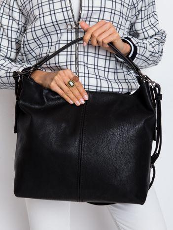 Czarna torba z odpinanym paskiem
