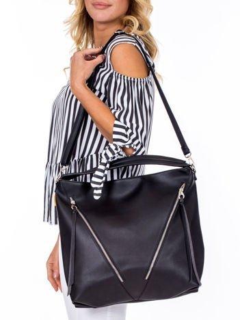 Czarna torba z ukośnymi suwakami