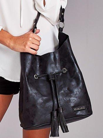 Czarna torba ze ściągaczem