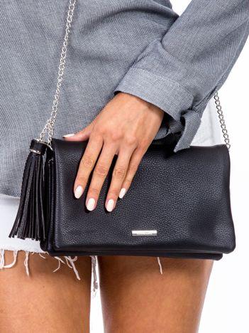 Czarna torebka na łańcuszku z chwostem