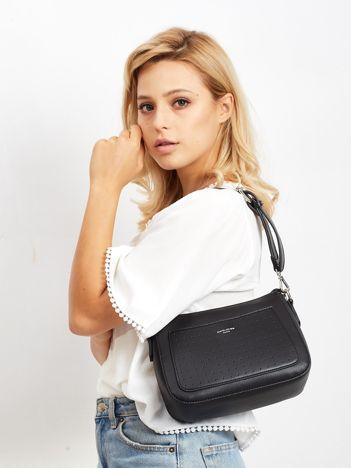 Czarna torebka z ażurową kieszenią
