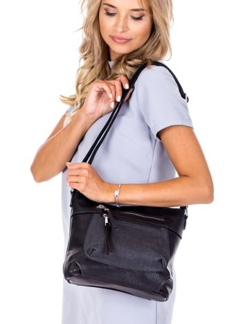 Czarna torebka z kieszeniami