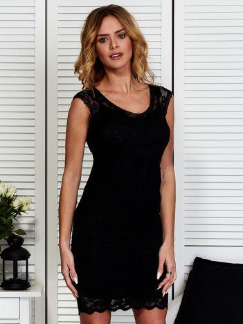 Czarna warstwowa sukienka z koronką