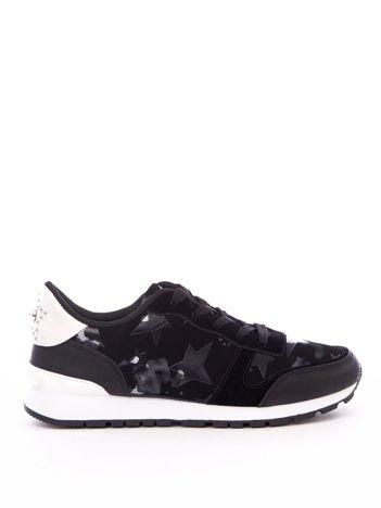 Czarne buty sportowe w drukowane gwiazdki