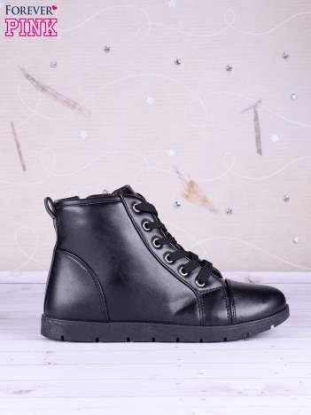 Czarne gładkie sneakersy Aravia ze skóry zapinane na suwak