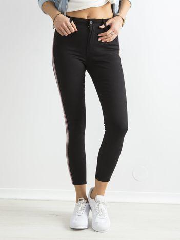 Czarne jeansy rurki skinny z lampasami