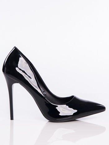 Czarne lakierowane buty na cienkim słupku w szpic
