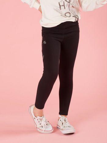 Czarne legginsy dziecięce haftowaną aplikację