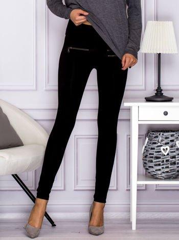 Czarne legginsy z ozdobnymi suwakami
