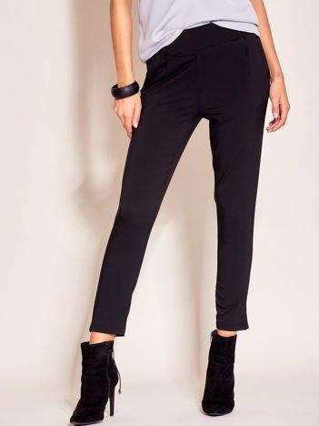 Czarne materiałowe spodnie z szerokim pasem