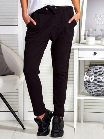 Czarne melanżowe spodnie dresowe z kieszeniami