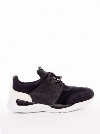 Czarne profilowe buty sportowe z gumowymi szlufkami i tłoczonymi wzorami