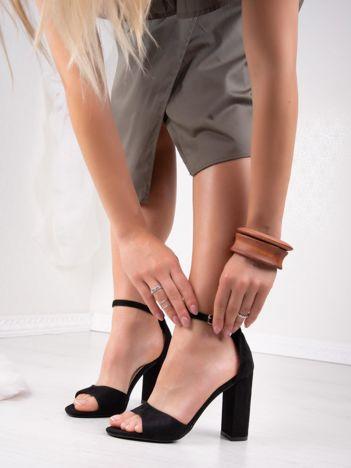 Czarne sandały IDEAL SHOES na słupkach