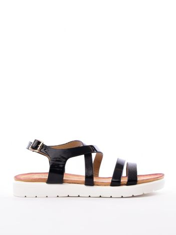 Czarne sandały SABATINA z lakierowanym paskiem