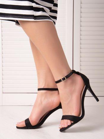 Czarne sandały z eco zamszu ze złotą sprzączką