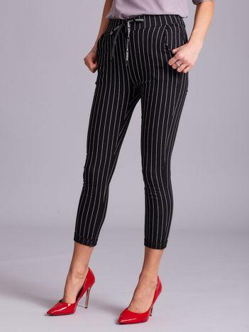Czarne spodnie damskie w paski
