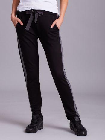 Czarne spodnie dresowe z ciemnoszarym lampasem