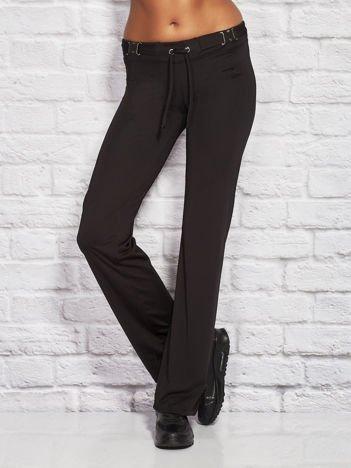 Czarne spodnie dresowe z paskiem