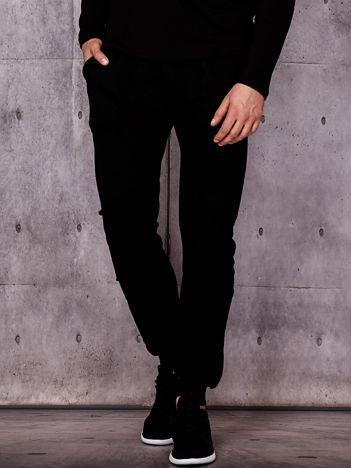 Czarne spodnie dresowe z surowym wykończeniem