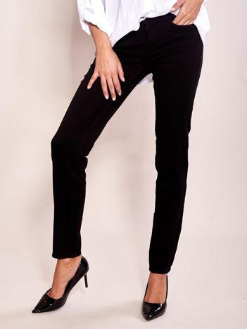 Czarne spodnie high waist o prostym kroju