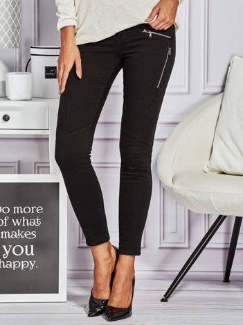 Czarne spodnie rurki z suwakami