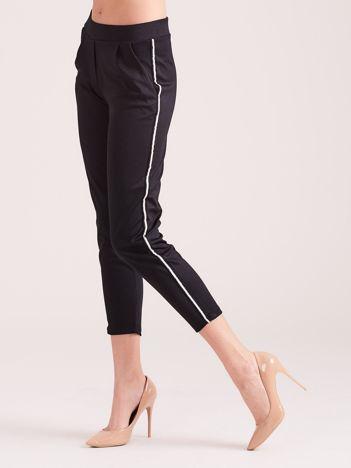 Czarne spodnie sportowe z lampasem
