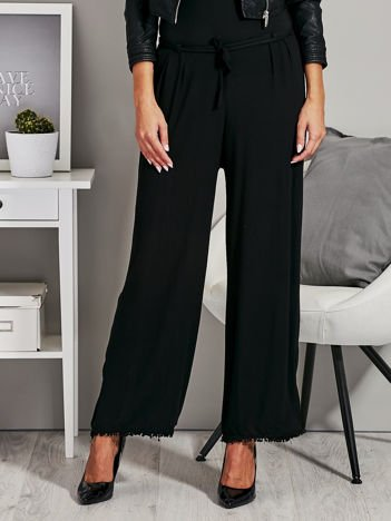 Czarne szerokie spodnie z wiązaniem