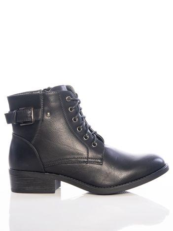 Czarne sznurowane botki za kostkę z klamerką na tyle cholewki