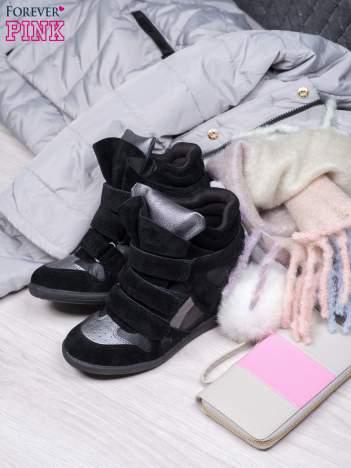 Czarne zamszowe sneakersy na rzepy  Axis z wstawkami
