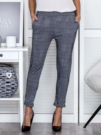 Czarno-szare spodnie we wzory