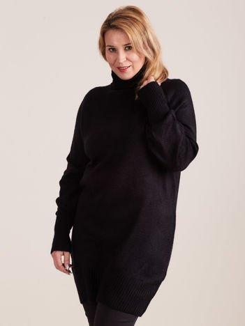 Czarny długi sweter z golfem PLUS SIZE