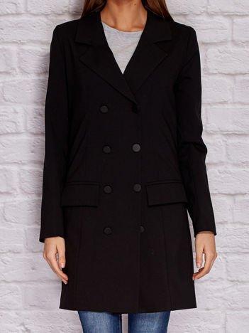 Czarny dwurzędowy płaszcz